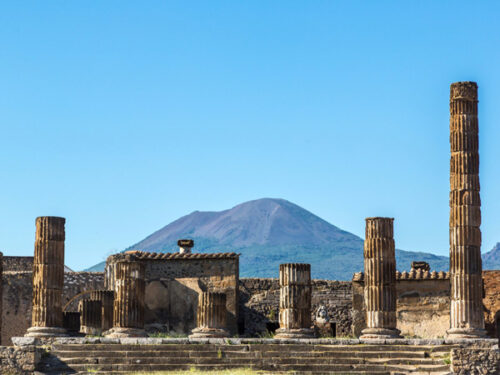 pompeii-with-vesuvius-backdrop